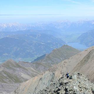 Abstieg vom Hohen Tenn - Im Reich von Schutt und Bratschen: Abstieg vom Hohen Tenn, Blick auf Zell am See