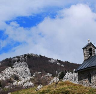 Die Antonius-Kapelle Sveti Ante mit der Berghütte bei Zavižan. Foto: Silvia Schmid