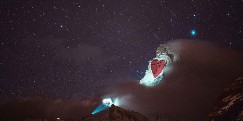 Zeichen der Liebe, Beleuchtung am 26. März, Light Art: Gerry Hofstetter/Foto: Gabriel Perren