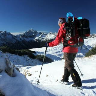 Wenn man am Sonntag höher hinauf will, ist die Mitnahme von Schneeschuhen keine schlechte Idee. Foto DAV/ Michael Pröttel
