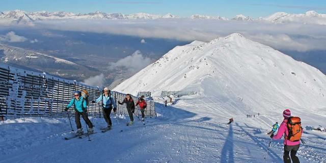 Heute ein ganz normaler Anblick: Tourengeher im Skigebiet.