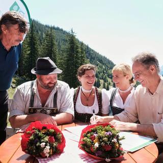Bei-der-Unterzeichnung-Foto-DAV-Hans-Herbig