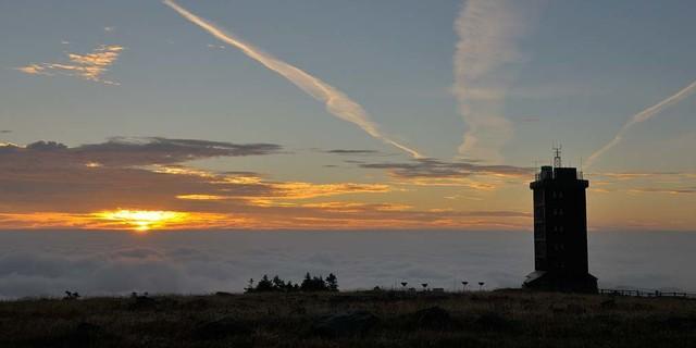 Ein Sonnenauf- oder -untergang auf dem Brocken hat schon was. Foto: Folkert Lenz