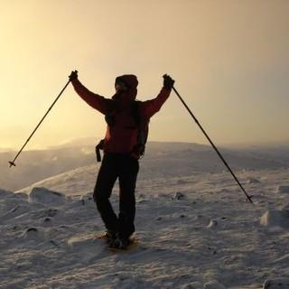 Sonnenaufgang in winterlicher Berglandschaft. Foto: JDAV / Sebastian Wolf