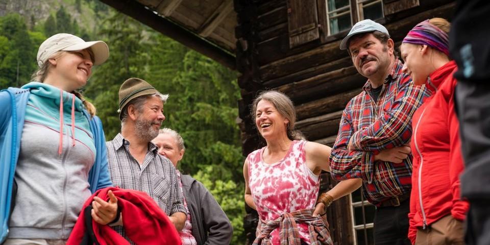 Aktion Schutzwald - Gute Laune beim morgendlichen Aufbruch, Foto: DAV/Arvid Uhlig