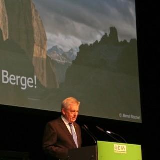 DAV-Präsident Josef Klenner begrüßt zur Hauptversammlung