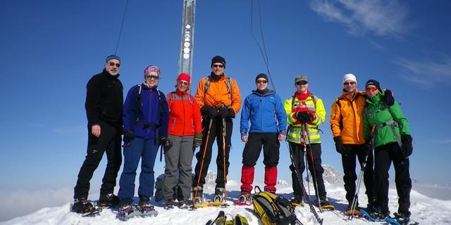 Sonniges Gipfelglück auf exakt 2.000 m ü. NN: Krinnenspitze südlich von Nesselwängle. Foto: Thomas Krobbach