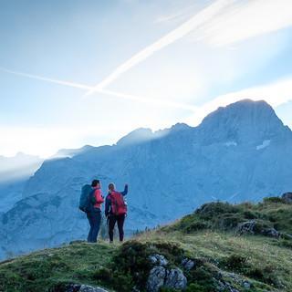 Rundum schöne Berge: Morgenstimmung an der Hofpürglhütte; Foto: Iris Kürschner