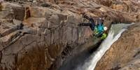 Bloß nicht nass werden: Querung des Rio Electrico. Foto: Ralf Gantzhorn