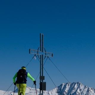 Blick zum Rettenstein - Von nun an geht's bergab: Gipfelblick vom Gerstinger Joch zum Rettenstein