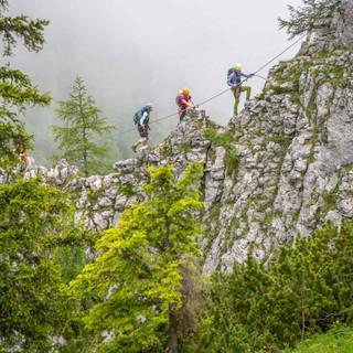 Jugendliche im Klettersteig, Foto: Silvan Metz