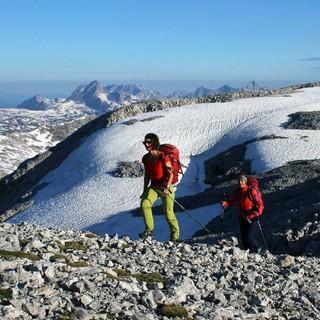 Oberhalb von 2000 m muss man (wie hier am Steinernen Meer) mit Altschneefeldern rechnen. Foto: DAV/Michael Pröttel