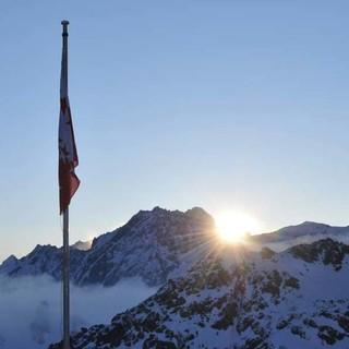 Kein Wind, blauer Himmel, Sonne: Die vierte Etappe kann beginnen. Foto: Stefan Herbke