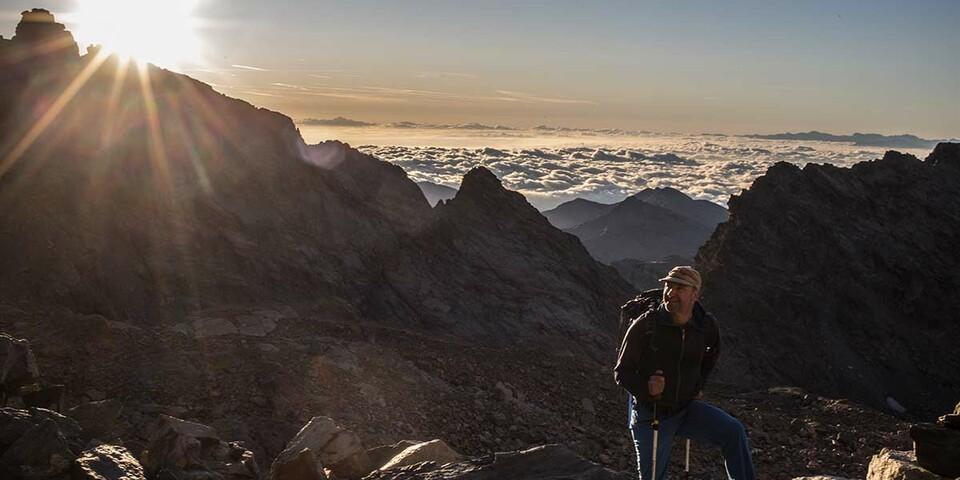 Here comes the sun. Und zeigt den Vorteil des südlichen Anstiegs auf den Monte Viso. Foto: Stefan Neuhauser