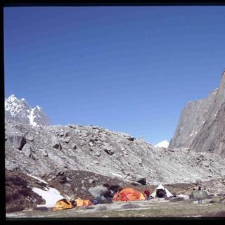 Basislager - Das Basislager des Expedkaders 2005 im Charakusa-Valley  &nbsp&#x3B;