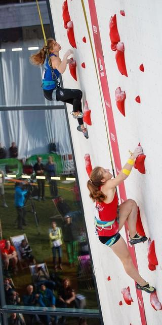 Das Speed-Duell: Alma Bestvater (links) gegen Franziska Ritter (rechts). Foto: DAV/Marco Kost