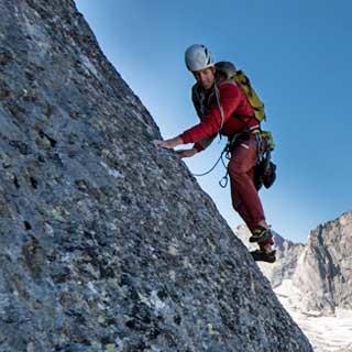 <p>Das hält: Der raukörnige Bergellgranit – hier an der Fuorikante – ist unter Kletterern zu Recht berühmt.</p>  <p>Foto: Ralf Gantzhorn</p>