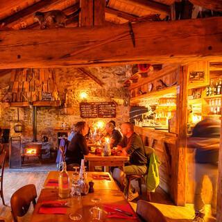 Verkehrte Welt: Das Restaurant Bergerie in Les Prioux erinnert an eine Berghütte… Foto: Iris Kürschner