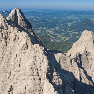 Südspitze vorne, Mittelspitze und Kleiner Watzmann. Luftbild: Jörg Bodenbender