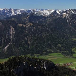 Der Schnee zieht sich auch im Rotwandgebiet (Blick vom Wendelstein) langsam aber sicher zurück. Foto: M.Pröttel