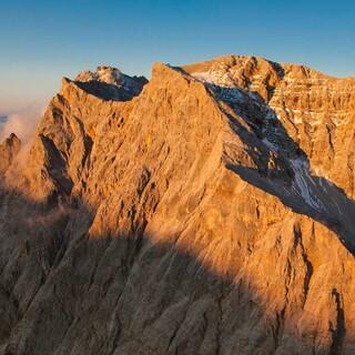 Von allen Seiten schön: Zugspitzgipfel (links) und Schneefernerkopf von Südwesten, Foto: Jörg Bodenbender