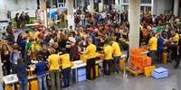 Gewusel und Andrang der Teilnehmer*innen im Foyer, Foto: JDAV/Ben Spengler