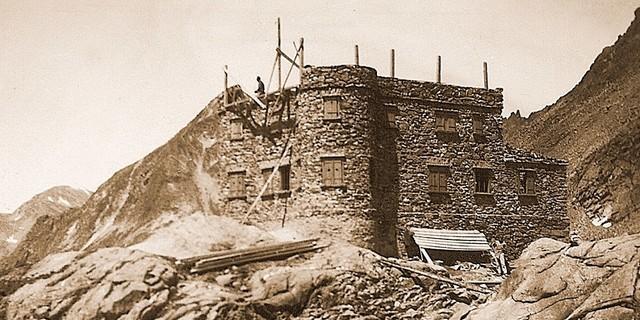 Die enteigneten Sektionen bauen neu. Bau der neuen Siegerlandhütte 1928. Archiv der Sektion Siegerland