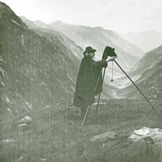 Eugen Albrecht beim Fotografieren, um 1905. Archiv des Deutschen Alpenvereins (Bestand Sektion Tübingen), München