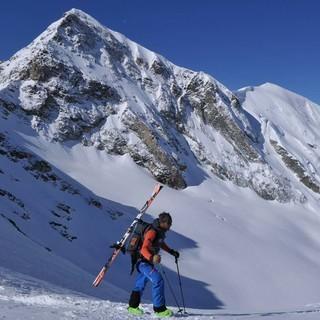 Ein bisschen Tragen muss sein: zum Beispiel kurz vor der Abfahrt nach Zermatt, Foto:Stefan Herbke
