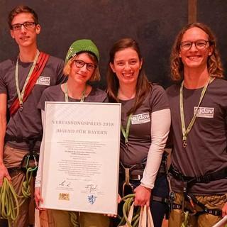 JDAV Bayern mit ihrem Verfassungspreis, Foto: Bayerische Einigung e.V./K. Kmeth