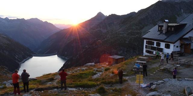 Abendstimmung an der Plauener Hütte, mit Blick auf den Speicher Zillergründl. Foto: Stefan Herbke