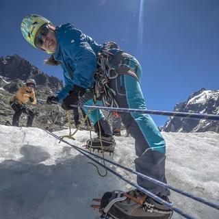 Hochtoureninhalte wie zum Beispiel Gletschertechniken stehen im Fokus der Ausbildung. Foto: DAV / Silvan Metz