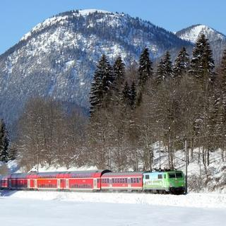 Mit der Bahn in die Berge im Winter