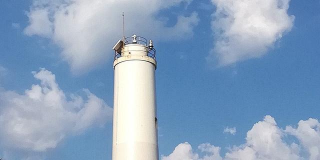 Das weiße Leuchtfeuer auf der Punta Laxe wurde 1920 errichtet. Foto: Eberhard Neubronner