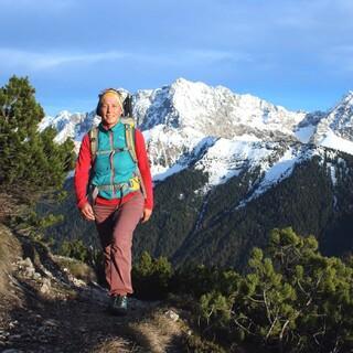 Südseitig kann man schneefrei zum Signalkopf aufsteigen, während die hohen Karwendelgipfel noch ziemlich winterlich sind. Foto: DAV/ Pröttel