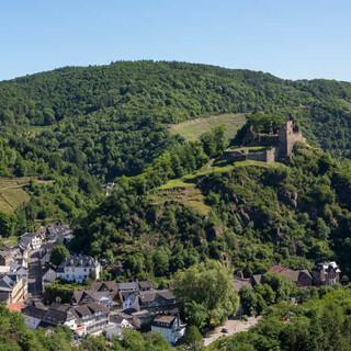 Auf rund 100 Kilometern begleitet der Ahrsteig die Ahr von ihrer Quelle bis zur Mündung in den Rhein. Foto: DAV/Klaus Herzmann