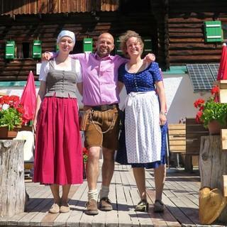 Lisa und die Hüttenwirte der Pfeishütte, Foto: Lisa Dederichs