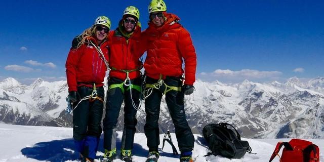 Gipfelerfolg bei der Abschlussexpedition des vorherigen Expedkaders am Shivling, Foto: DAV/Michi Wärthl