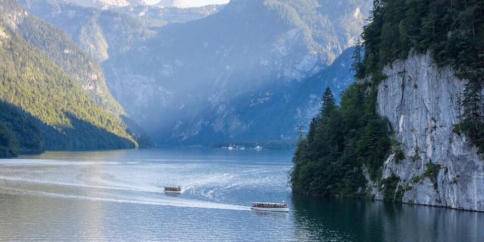 Ziel erreicht: Über den malerischen Königssee gleiten lautlos Elektroboote. Foto: Thorsten Brönner