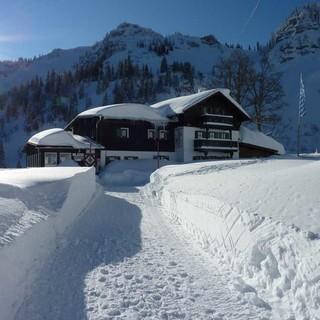 Auch beim Heizen im Winter kann man einiges beachten in Sachen Nachhaltigkeit. Foto: DAV/Thomas Müller
