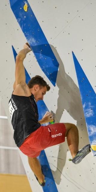 Yannick Flohé in der Boulder-Quali. Foto: DAV/Jorgos Megos