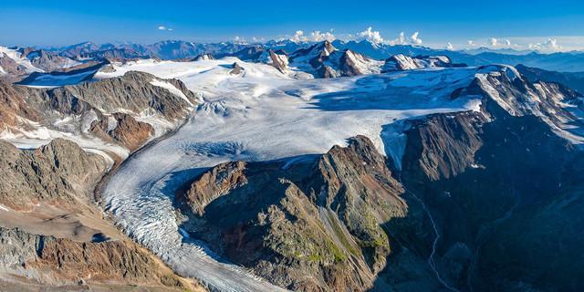 Gepatschferner mit Weißkugel (Bildmitte) und Weißseespitze (ganz rechts), Ötztaler Alpen, Tirol. Foto: J. Bodenbender