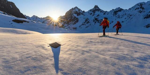 Aufstieg von der Darmstädter Hütte zum Kuchenjöchli bei Sonnenaufgang, Foto: Wolfgang Ehn