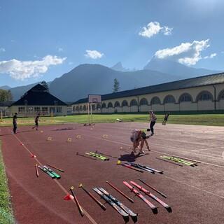 Wechseltraining im Trockenen - eine von viele Technikübungen beim Trainingslager in Berchtesgaden - Foto: STG