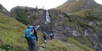 Schülergruppe auf dem Weg zur Memminger Hütte
