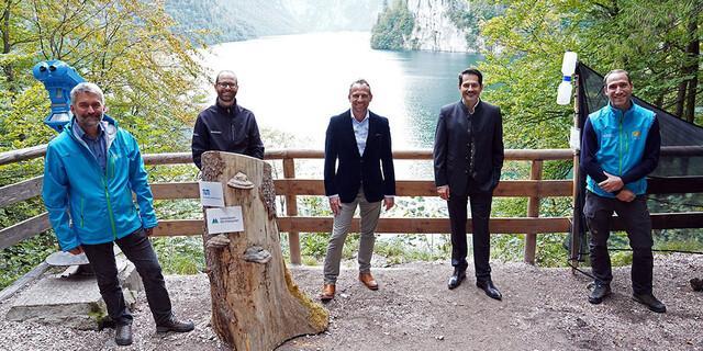 V.l.n.r.: Dr. Roland Baier (Nationalparkleiter), Prof. Rupert Seidl (Lehrstuhl TUM), Thorsten Glauber (Bay. Umweltminister), Prof. Thomas F. Hofmann (TUM-Präsident), Dr. Sebastian Seibold (Forschungskoordinator), Foto: Bayerisches Umweltministerium