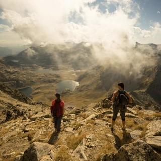 Vor dem anspruchsvollen Gipfelanstieg zum Pic de Subenuix (2950 m) lohnt der Ausblick in alle Richtungen. Foto: Annika Müller