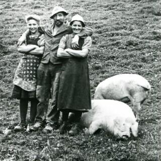 Erika Hubatschek: Almleute auf der Junsbergalm. Tuxertal, 1946. Foto: Hubatschek