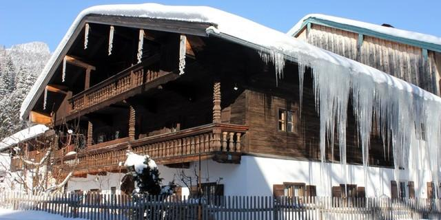 Bauernhaus im Bergsteigerdorf Sachrang. Foto: Herbert Reiter