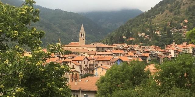 Tag 12: Der Sentier Valléen de la Vésubie führt in das in einem Talkessel gelegene Saint-Martin-Vésubie.